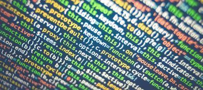 Ecran rempli de lignes de code informatique